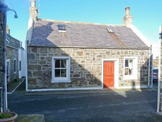 34 LOW SHORE, former fisherman's cottage, woodburner, sea views, in Whitehills, Ref 14243 - Whitehills vacation rentals