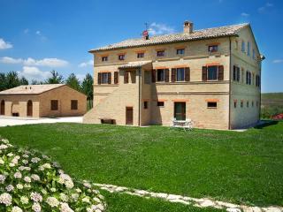 Villa Marchigiana - Luxury Villa with private pool close to the white sandy beaches , Marche Treia - Porto Recanati vacation rentals