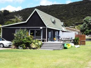 Tauranga Bay East coast holiday bach - Coopers Beach vacation rentals