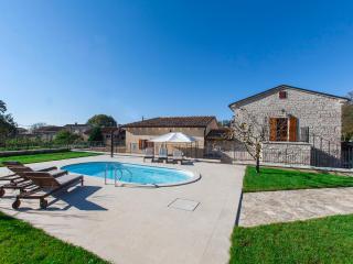 Newly renovated Villa Stauri, beautiful property with private pool and jacuzzi - Sveti Petar u Sumi vacation rentals