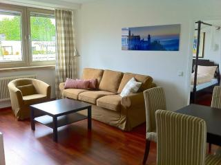 Vacation Apartment in Munich - 807 sqft, centrally located, nice furnishings, internet available (#… - Bavaria vacation rentals