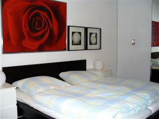 Vacation Apartment in Munich - centrally located, nice furnishings, internet available (# 826) - Bavaria vacation rentals