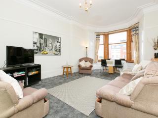Top Floor Bright Spacious 2 Bedroom Apartment - Glasgow vacation rentals