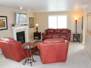 Stunning Condo with Amazing Views of Red Rock Mtns - Saint George vacation rentals