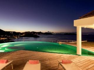 Elegant Villa Coco overlooks the ocean & sunset with gorgeous pool and spa - Camaruche vacation rentals