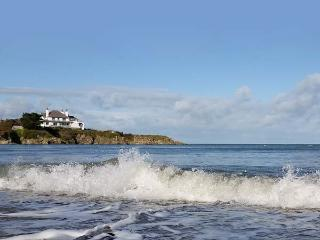 ANGORFA, character holiday cottage, with a garden in Cemaes Bay, Isle Of Anglesey, Ref 5636 - Cemaes Bay vacation rentals