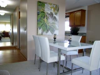 BRAND NEW Waikiki 2 BR2 BA 1 PK 32F Diamondhead Vw - Honolulu vacation rentals