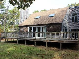 913 - LOVELY HOME LOCATED IN MEADOWVIEW FARMS CLOSE TO GOLF, BIKE PATH AND THE BEACH - Martha's Vineyard vacation rentals