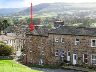 ALMA HOUSE, stone-built townhouse, open fire, WiFi, in Reeth, Ref 15569 - Reeth vacation rentals