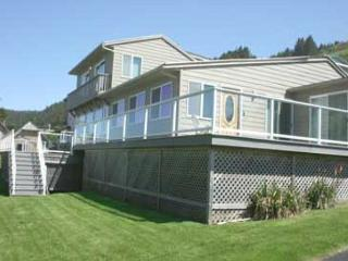 Large Ocean View Home with Hot Tub, Pool Table, Wifi - Lincoln City vacation rentals