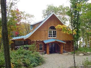ma maison de bois rond - Sainte-Beatrix vacation rentals