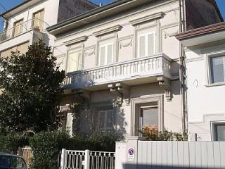 Apartment Viareggio Marco Polo - TFR69 - Viareggio vacation rentals
