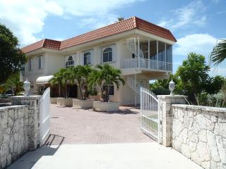 Gold Point, Spectacular Rooftop Deck And Pool! 4BR - Marathon vacation rentals