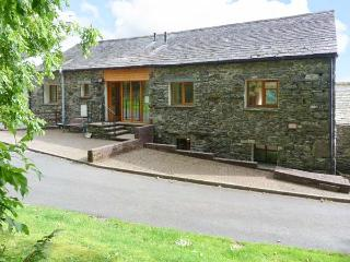 SWALLOW'S NEST, converted barn, ground floor, en-suite facility, gas fire, fabulous views, near Keswick, Ref 914594 - Keswick vacation rentals