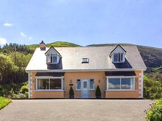 TAOBH NA GREINE, detached cottage, woodburner, en-suites, sea views, on the Ring of Kerry, near Kells, Ref 917108 - Killorglin vacation rentals