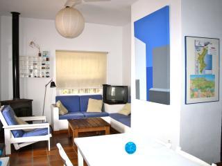 Costa Blanca/ primera línea playa/La casita AZUL - Denia vacation rentals