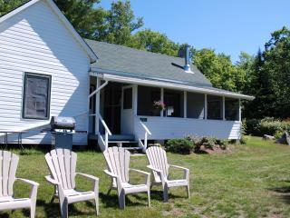 White Cottage - Clyffe House Cottage Resort - Port Sydney vacation rentals