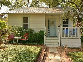 2BR Downtown Austin Cottage, Sleeps 4! Discounted Monthly Rentals Available! - Austin vacation rentals
