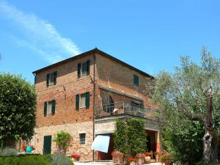 Casa Cantagallina - Large family holiday villa - Castiglione Del Lago vacation rentals