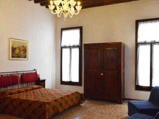 Flat with a nice canal view in the heart of Venice - Venice vacation rentals