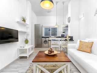 Quiet new 1 bedroom in Malaga's old quarter - Malaga vacation rentals