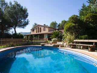 Five-bedroom villa in Vacarisses for 10-12 people just outside of Barcelona - Vacarisses vacation rentals