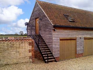 GRANARY LOFT, studio apartment, pet-friendly, romantic retreat near Grantham, Ref. 903732 - Nottinghamshire vacation rentals