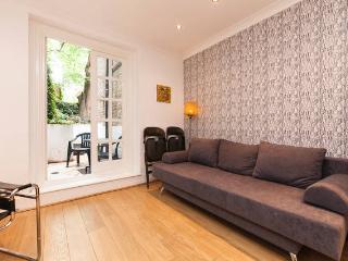 Notting Hill 2 bed w/Garden Sleeps 6 - London vacation rentals