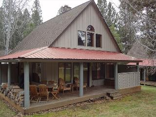 Very cute decor, complex pool access in the summer. - Sunriver vacation rentals