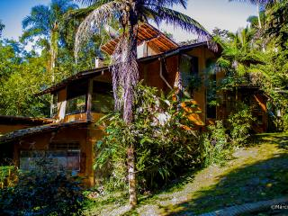 beautiful, in the middle of the Atlantic Forest but close to everything   bela, no meio da Mata Atlântica mas perto de tudo - Ilhabela vacation rentals