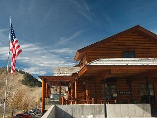 Jackson Hole! Perfect Location-Ski-Relax-Enjoy-Repeat! Free WiFi... - Jackson vacation rentals