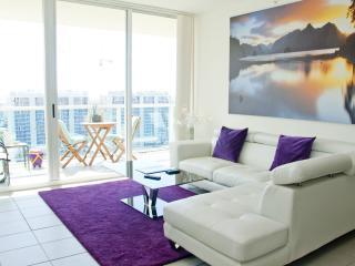 Sunny Isles Beach//pool/water View/sleeps 6/2401 - Sunny Isles Beach vacation rentals