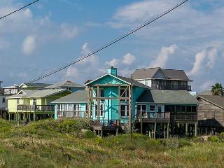 LaPlaya Paradise, Sleeps 10, 3 bed, 3 bath, BEACH WALKOVER, Pet frienldy!!! - Port Aransas vacation rentals