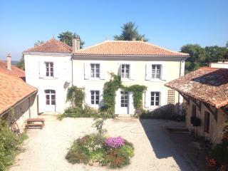 La Grange Terrou- Maison du Maitre - Confolens vacation rentals