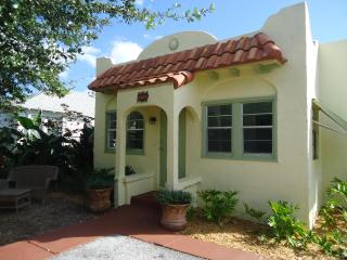 Cozy Cottage within walking distance to down town - Wellington vacation rentals
