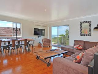 No1 Bonza View Jervis Bay, Vincentia, water views, free lemons! - Vincentia vacation rentals