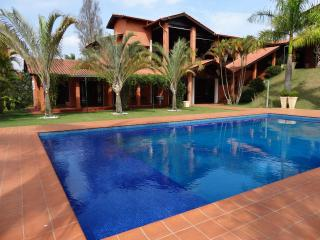 House 30 min near SP - barbecue, pool, court - Mairinque vacation rentals