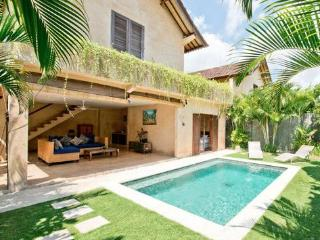 Rumi 2, Luxury 2 BR Villa, Central Seminyak - Seminyak vacation rentals