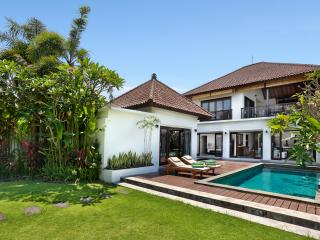 Villa Salju -Large garden, nr beach, party perfect - Canggu vacation rentals