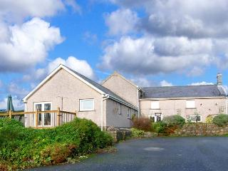 BEEFS PARK FARM ANNEXE, single-storey accommodation, lawned garden, walks from door to sandy beach, near Amroth, Ref 916799 - Amroth vacation rentals