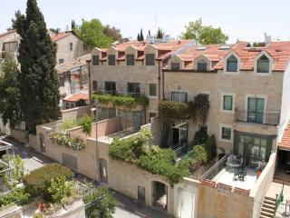 Stunning Vacation Kosher Home in Shaarei Chesed neighborhood of Jerusalem! Sleeps 14+ - Jerusalem vacation rentals