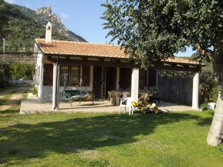 YOUR VILLA LIES BESIDE THE PERDE PERA BEACH RESORT ON THE EASTERN COAST - Tortoli vacation rentals