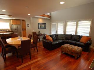 Martin's House - classy decor - 3 BR, Sleeps 8 - Rockaway Beach vacation rentals