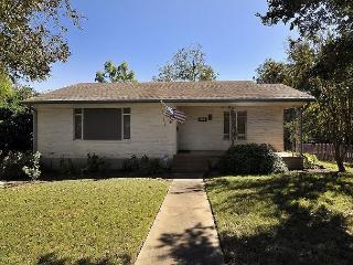 3BR/2BA Travis Heights House, Near SoCo/Downtown Austin, Sleeps 6 - Austin vacation rentals