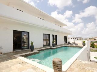 Villa Liv'N Curacao (prachtig uitzicht over Spaanse water) - Willemstad vacation rentals