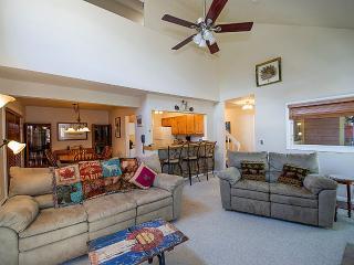 Base 9 3 BD W/D Hot Tub Location 4/8-4/20 $200/nt! - Breckenridge vacation rentals