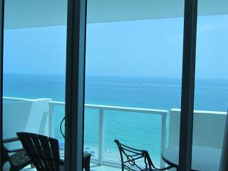 Resort Ocean-View Studio with Balcony and Parking - Miami Beach vacation rentals