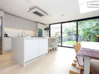 Smart three bed family home, Ashchurch Grove, Chiswick - Richmond vacation rentals