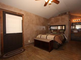 Luckenbach Lodge Cabin 4 - Luckenbach vacation rentals