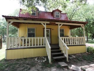 Mendelbaum Winery - Olive Guest Cabin - Fredericksburg vacation rentals